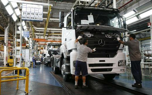 Em 2015 foram comercializados 47,7% menos caminhões que em 2014, segundo levantamento da Anfavea