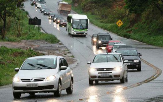 Liminar proíbe provisoriamente multas a farol baixo em rodovias
